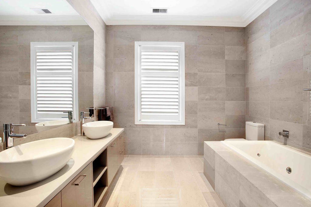 Bathroom blinds the newest trend carehomedecor for What type of blinds for bathroom