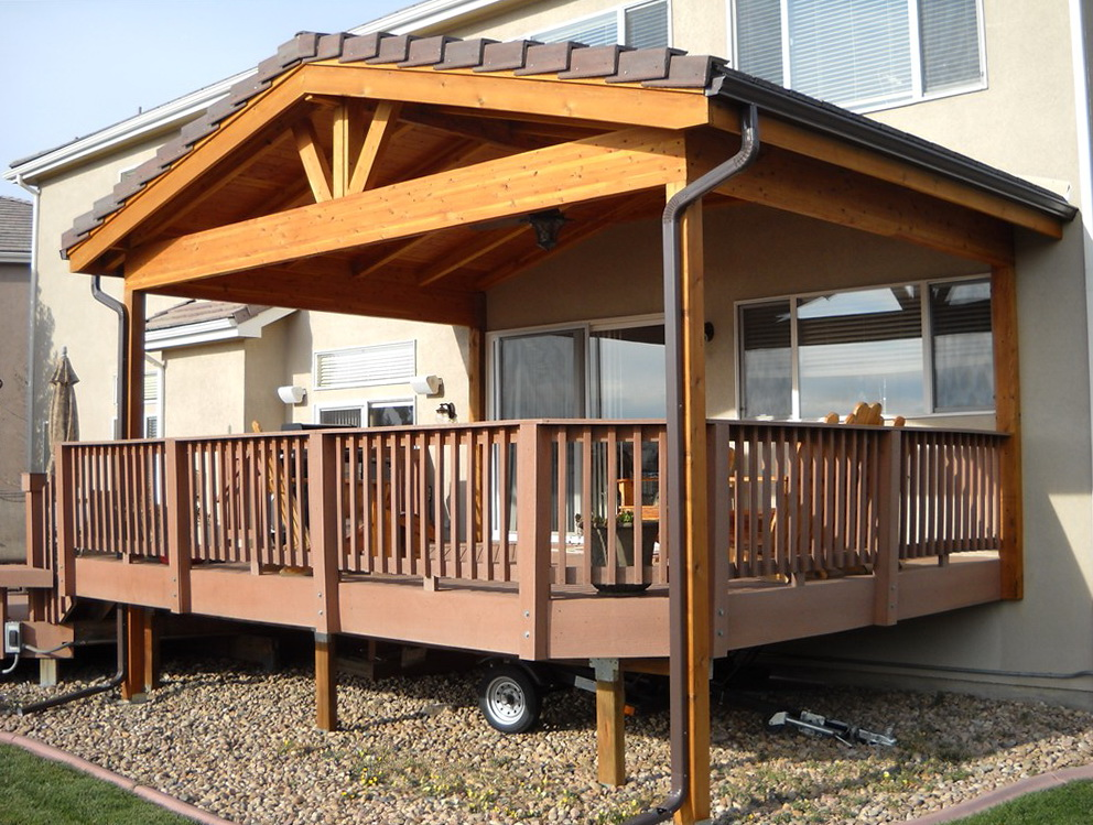 Go creative for your deck roof carehomedecor for Porch roof plans