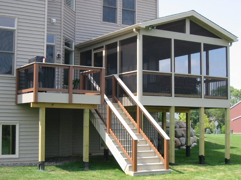 Screened In Decks : Screened in deck makes house spacious safer carehomedecor