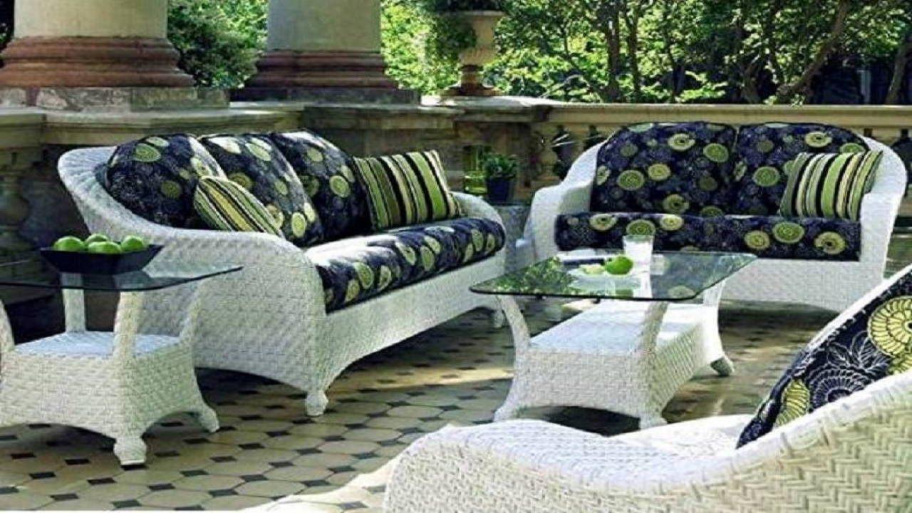 get a decent look with white wicker patio furniture