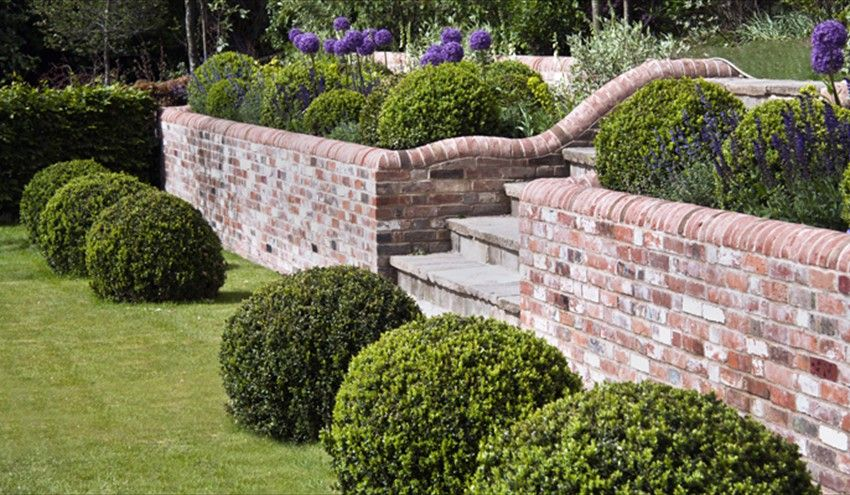 garden wall ideas  82