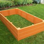 Make eye catching garden by using raised garden bed ideas