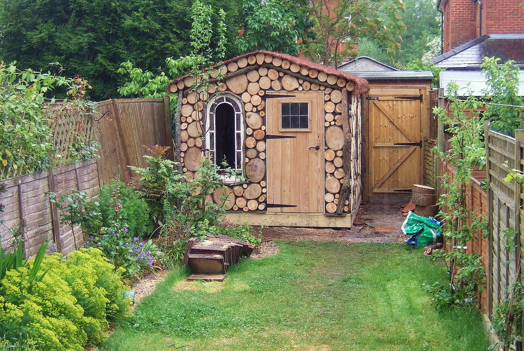 Small garden sheds  44
