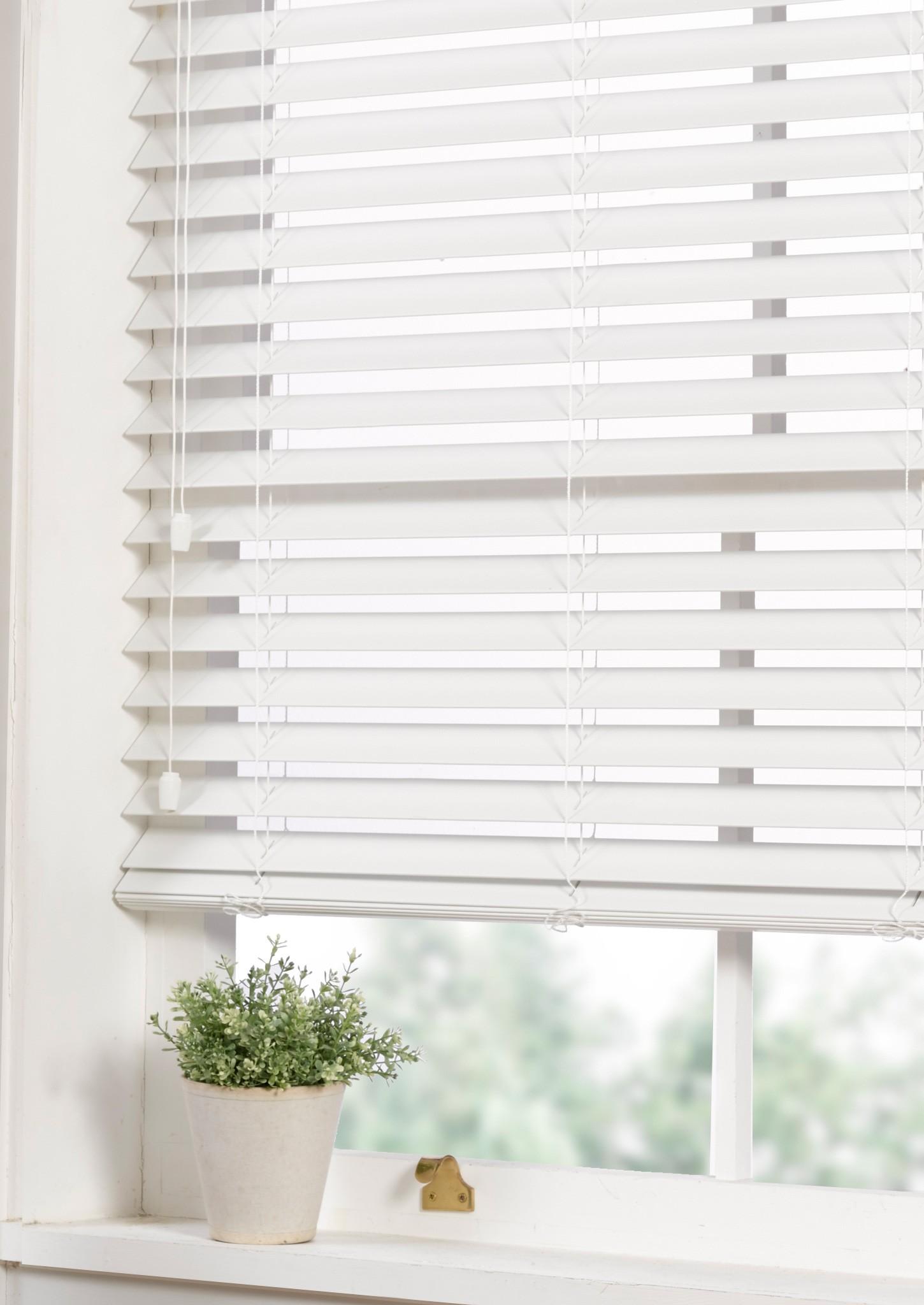 white wooden venetian blinds  06